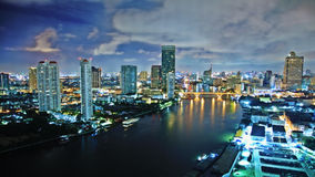 Ciel de tempête au-dessus de ville Photo libre de droits
