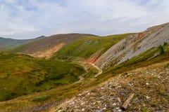 Ciel de vallée de route de montagne Photographie stock libre de droits