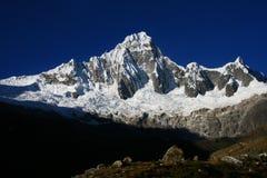 Ciel des Andes et montagne neigeuse Photos libres de droits
