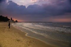 Ciel dramatique à la mer baltique photographie stock libre de droits