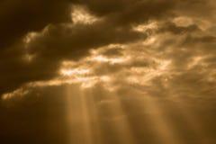 Ciel dramatique de coucher du soleil photographie stock