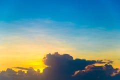 Ciel et espace simples de coucher du soleil pour le texte Images libres de droits