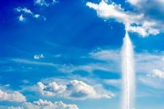 Ciel et geyser Image libre de droits
