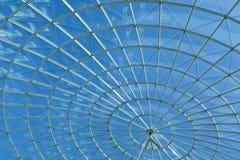 Ciel et hublot rond de spirale moderne d'architecture image libre de droits