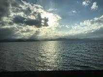ciel et lac photo stock