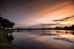 Ciel et lac crépusculaires Images libres de droits