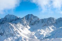 Ciel et montagnes en hiver Images stock
