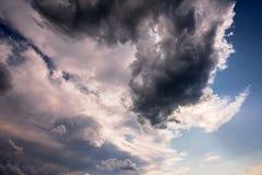 Ciel et nuages déprimés Photographie stock libre de droits