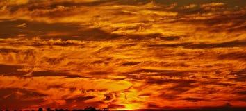 Ciel et nuages oranges Photographie stock libre de droits