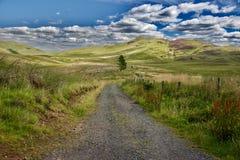 Ciel et nuages sur les collines Images stock