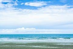 Ciel et plage Images stock
