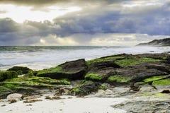 Ciel et vagues de l'océan Storm images stock