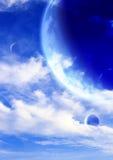 Ciel fantastique avec les nuages blancs et trois planètes Photographie stock libre de droits