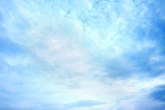 Ciel gentil avec le nuage photographie stock