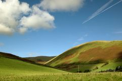ciel gentil de l'Ecosse de montagnes dessous Photos stock