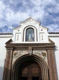 ciel historique avant nuageux d'église Photographie stock