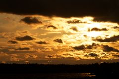 Ciel lumineux de coucher du soleil Image stock