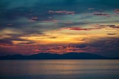 Coucher du soleil en île 2 de Seraya Photo stock