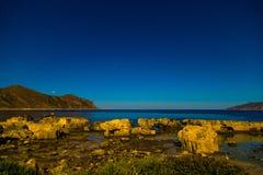 Ciel nocturne étoilé sur l'île de Favignana en Sicile Images stock