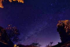 Ciel nocturne avec des étoiles et laiteux photo libre de droits
