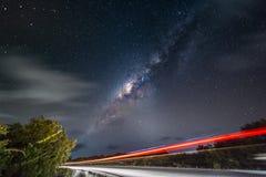 Ciel nocturne avec la manière laiteuse et les étoiles Photographie stock libre de droits