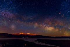 Ciel nocturne de manière laiteuse avec des étoiles Photos stock