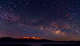 Ciel nocturne de manière laiteuse avec des étoiles Photographie stock libre de droits