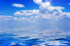 Ciel, nuages et océan Photographie stock libre de droits