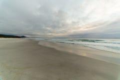 Ciel nuageux à la plage de Tasmnia Photographie stock