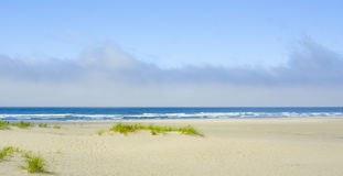 Ciel nuageux au-dessus d'océan Images libres de droits