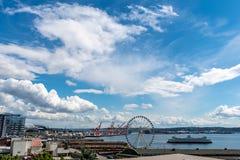Ciel nuageux au-dessus de baie d'Elliott à Seattle du centre Washington photographie stock libre de droits
