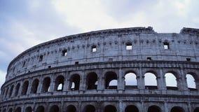 Ciel nuageux au-dessus de Colosseum, Time Lapse clips vidéos