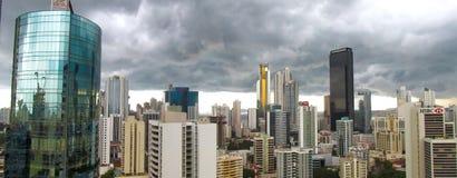Ciel nuageux au-dessus de Panamá City Photo stock