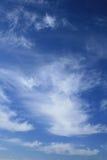Ciel nuageux bleu Photos libres de droits