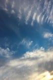 Ciel nuageux de coucher du soleil Photo stock