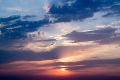 Ciel nuageux de coucher du soleil au-dessus de la Mer Noire Photographie stock libre de droits
