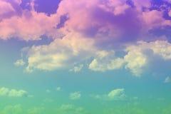 Ciel nuageux de joli cumulus color? pour l'usage dans la conception comme fond photo stock
