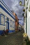 Ciel nuageux de ville de ressac d'Algarve Lagos photo stock