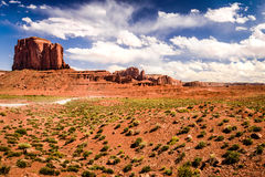 Ciel nuageux en vallée de monument image stock