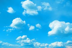 Ciel nuageux modifié la tonalité merveilleux de cumulus pour l'usage dans la conception comme fond photographie stock libre de droits