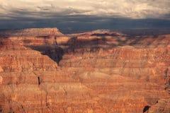 Ciel orageux de Drammatic au-dessus du parc national de Grand Canyon Images libres de droits