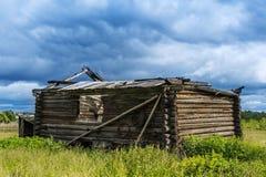 Ciel orageux de vieille ferme Photographie stock