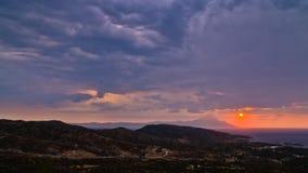 Ciel orageux et lever de soleil à la montagne sainte Athos photos stock