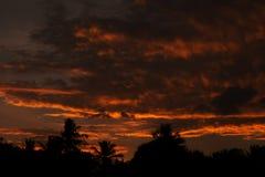 Ciel orange de coucher du soleil Photographie stock libre de droits