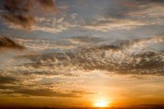 Ciel orange de coucher du soleil de foyer mou abstrait, Photographie stock