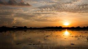 Ciel orange de coucher du soleil de foyer mou abstrait Image stock