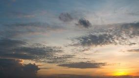 Ciel orange de coucher du soleil de foyer mou abstrait Images stock