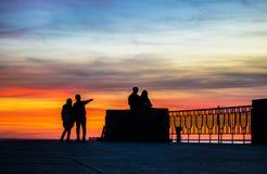 Ciel orange pendant le coucher du soleil Image stock