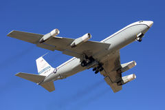 Ciel ouvert Boeing OC-135B décollant à la base aérienne de Kubinka Photo stock