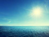 Ciel parfait et océan tropical Photo stock